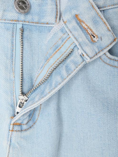 Укороченные джинсы из светлого денима - Деталь1