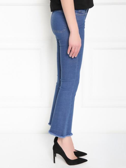 Расклешенные укороченные джинсы из эластичного денима - МодельВерхНиз2