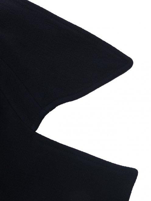 Костюм с юбкой из шерсти, декорированный кружевом - Деталь1