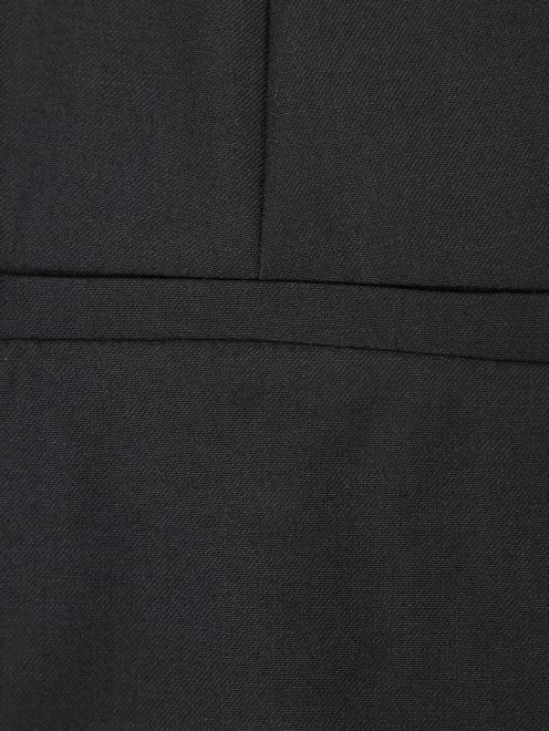 Юбка с боковыми карманами и контрастной отделкой - Деталь
