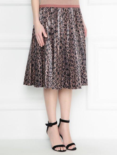 Плиссированная юбка из кожи с узором - МодельВерхНиз