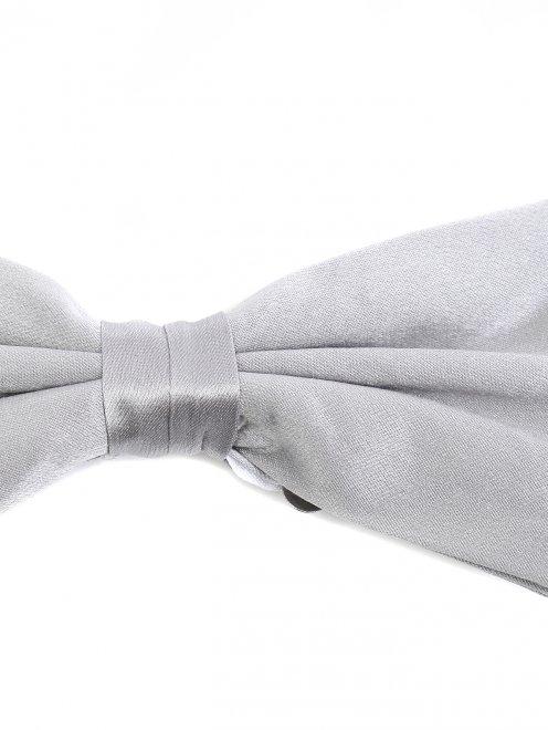 Набор из пояса и галстука-бабочки из шелка  - Деталь