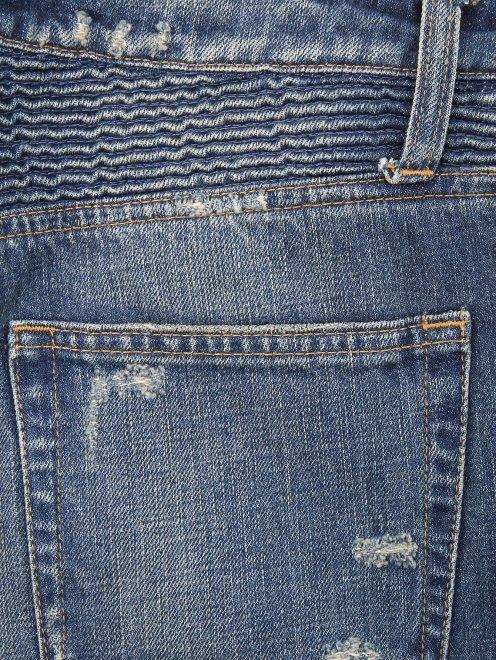 Бриджи джинсовые с потертостями - Деталь