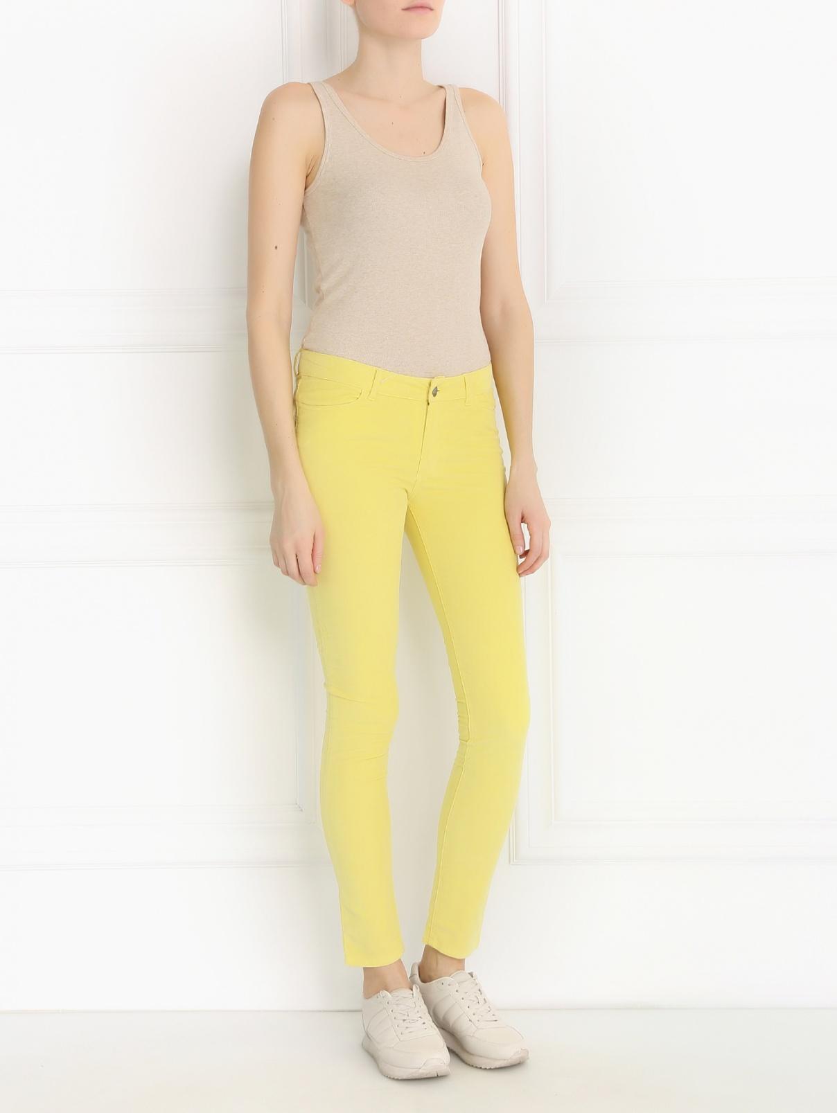 Зауженные брюки из микровельвета American Retro  –  Модель Общий вид  – Цвет:  Желтый