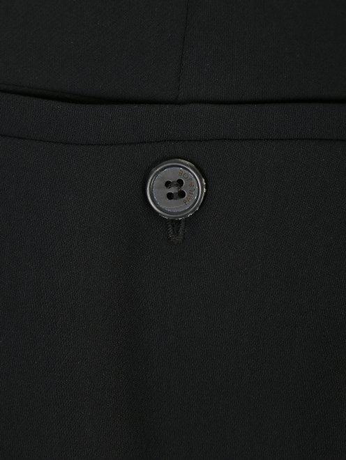 Брюки прямого кроя с боковыми карманами - Деталь
