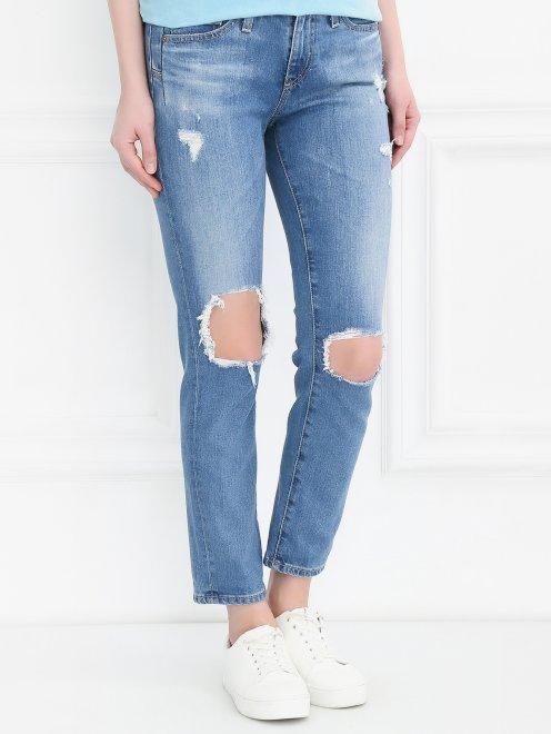 Укороченные джинсы прямого кроя с потертостями - Модель Верх-Низ