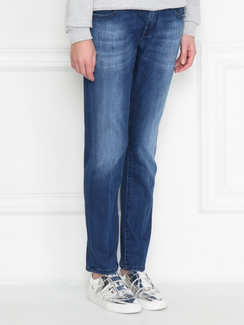 Укороченные джинсы с потертостями - МодельВерхНиз