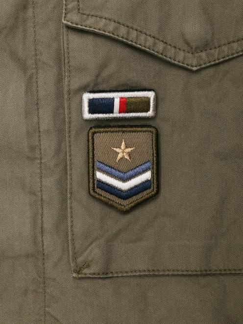 Куртка из хлопка с нашивками - Деталь