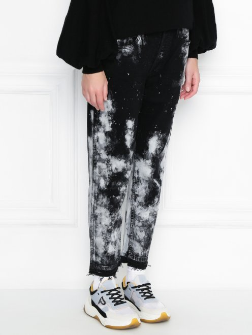 Укороченные джинсы из темного денима с узором - МодельВерхНиз