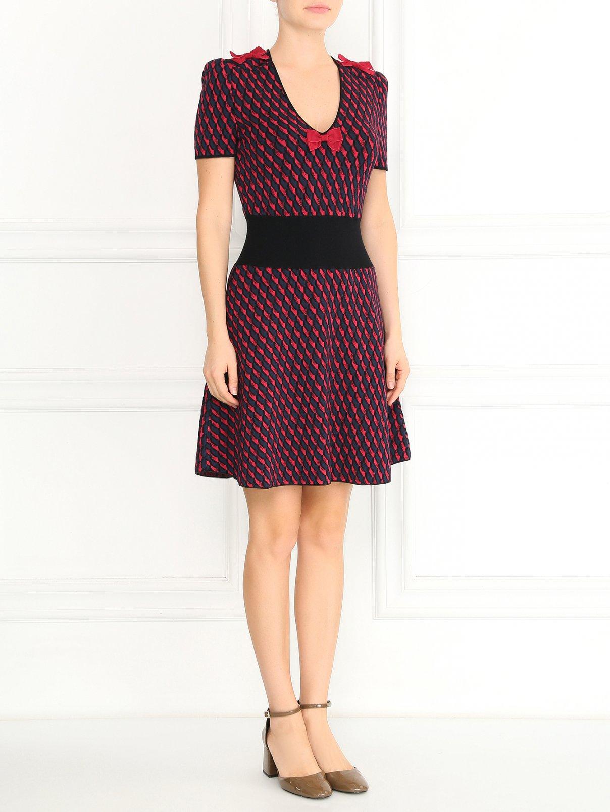 Трикотажное платье с узором и декоративными бантами Emporio Armani  –  Модель Общий вид