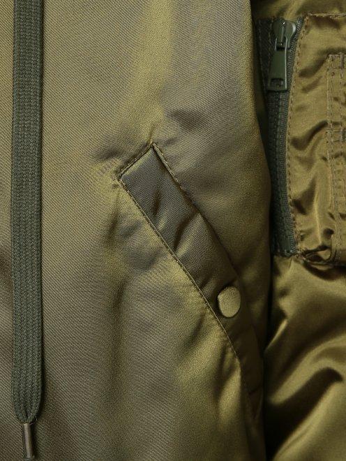 Куртка утепленная с меховым капюшоном - Деталь