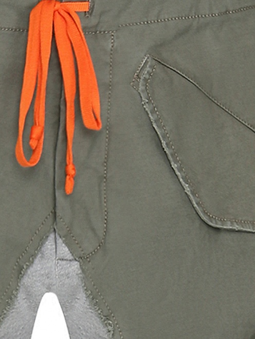 Комбинированные брюки карго из смешанного хлопка - Деталь
